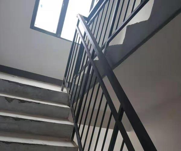 室内和室外锌钢栏杆使用时间是多少